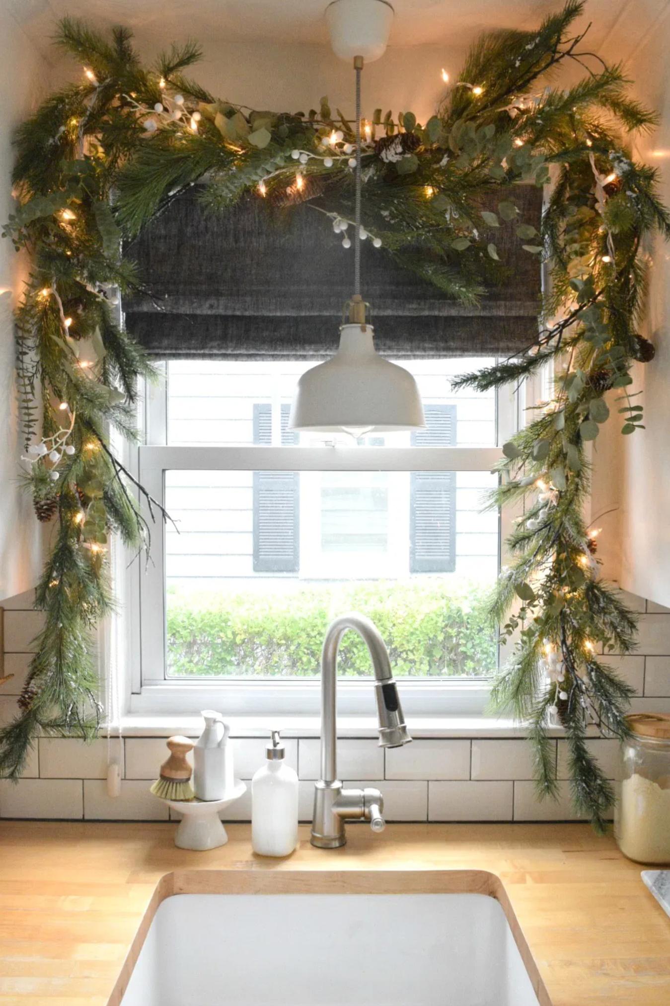 Deck the Windows: Holiday Design Inspo 1